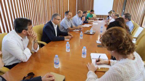 El Ayuntamiento planifica la limpieza de las calles y las playas de Alicante para el verano