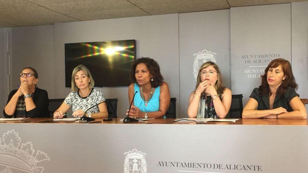 Julia Angulo presenta el balance de los programas de la concejalía de acción social