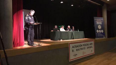 El Ivaspe celebra en Villena una jornada de sensibilización sobre la actuación policial ante el maltrato animal