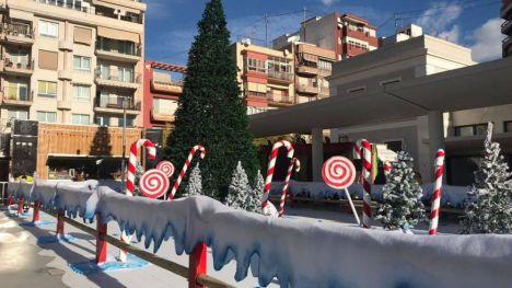 El Ayuntamiento de Alicante ha situado en la Plaza de Séneca un espacio con atracciones navideñas