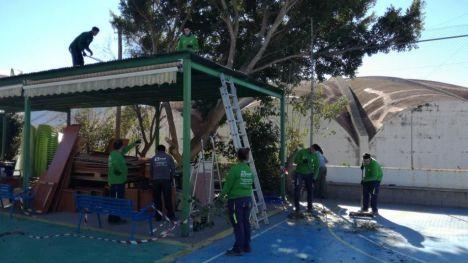 Alumnos del Programa T'Avalem desarrollan un proyecto de jardinería en el Centro Ocupacional El Maestrat