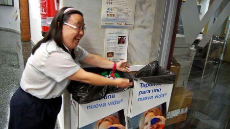 Trabajadores y viajeros de FGV aportan en cuatro años 5,5 millones de tapones de plástico para financiar proyectos solidarios