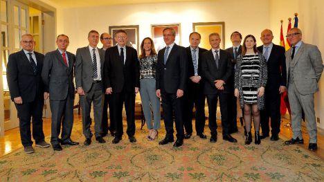 Puig y el embajador español en China resaltan la importancia de 'abrirse al mundo'