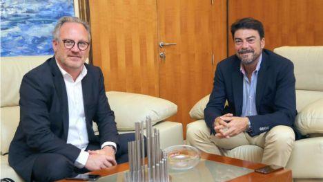 Luis Barcala recibe al presidente del círculo de economía de la provincia de Alicante