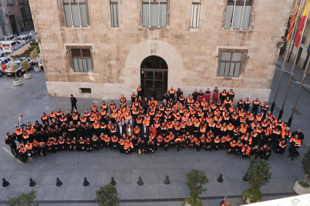 Ximo Puig reconoce el esfuerzo y la dedicación de Protección Civil