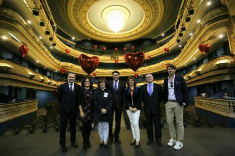 El alcalde de Alicante participa en la II Macrodonación de sangre en el teatro principal