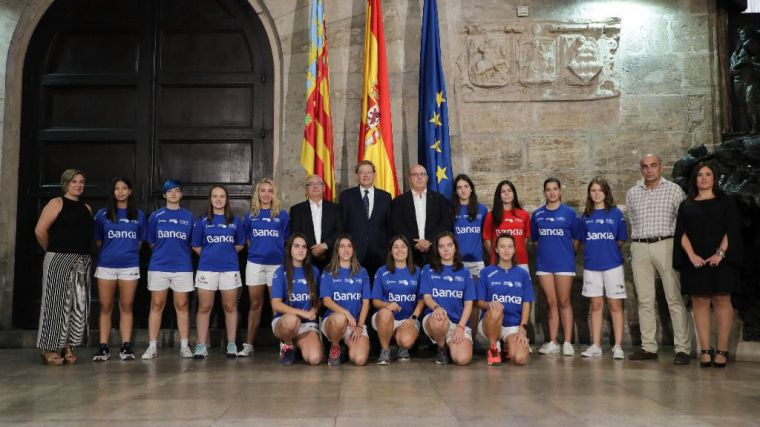 Ximo Puig apuesta por dar visibilidad a la pilota como 'el deporte valenciano por excelencia'