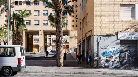 La Generalitat inicia el proceso de regularización de 155 viviendas ocupadas sin título en el barrio del Carmen de Alicante