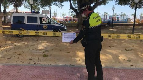 Alicante refuerza con carteles el cierre de los parques y juegos infantiles