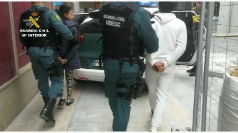 Detenidos por ocupar dos viviendas acusados además de haber apuñalado a un hombre