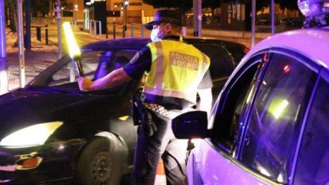 La Policía de Alicante evita 8 botellones, cierra un pub con cincuenta personas e impone 65 denuncias