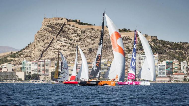 El Ayuntamiento firma el convenio para la 'Alicante 2021. Salida Vuelta al Mundo a vela'