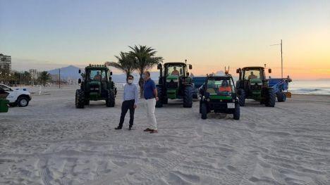 Alicante refuerza la limpieza de playas y costas que se amplía hasta mediados de octubre
