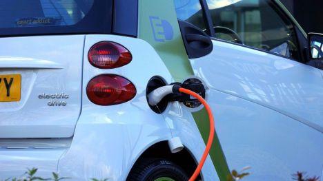 Ayudas de 7.000 euros para la adquisición de vehículos eléctricos y de 5.000 euros para los híbridos enchufables