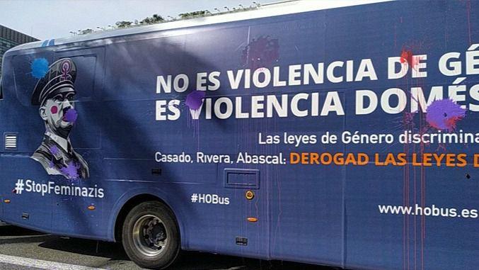 Absueltos los tres activistas que detuvieron un autobús machista en Valencia